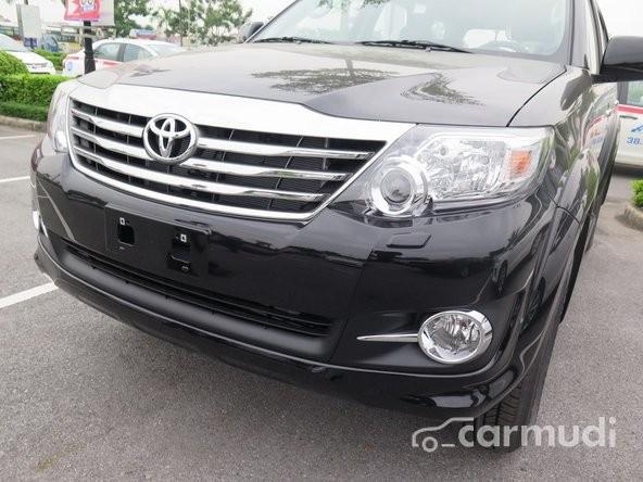Cần bán xe Toyota Fortuner 2.7 V 4x4 AT 2015, màu đen