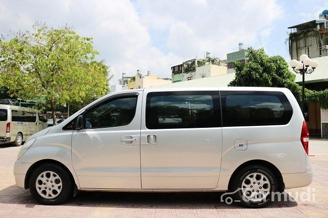 Cần bán xe Hyundai Starex 2.4AT đời 2008, màu bạc số tự động