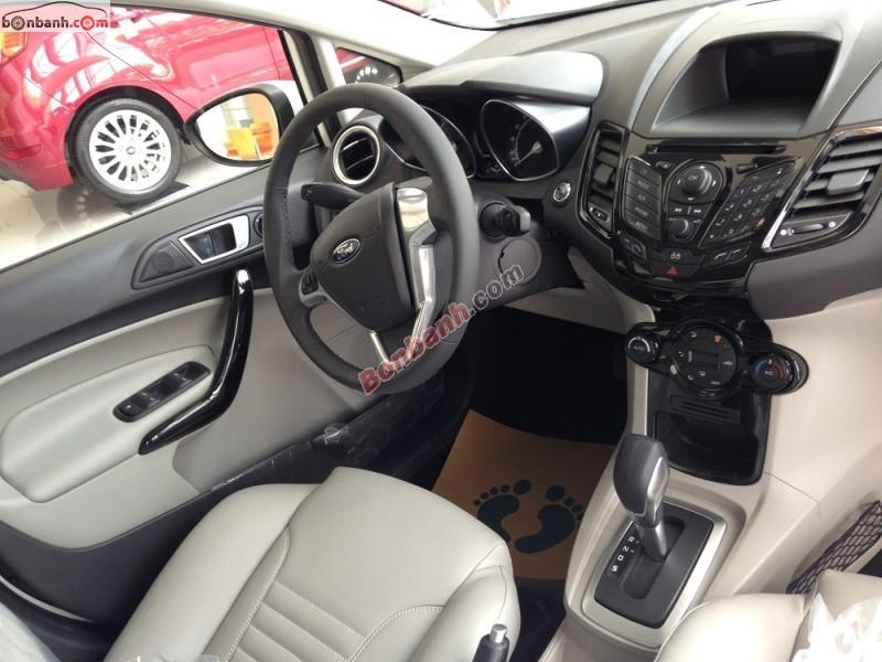 Bán xe Ford Fiesta Titanium đời 2015, màu trắng, giá 560tr