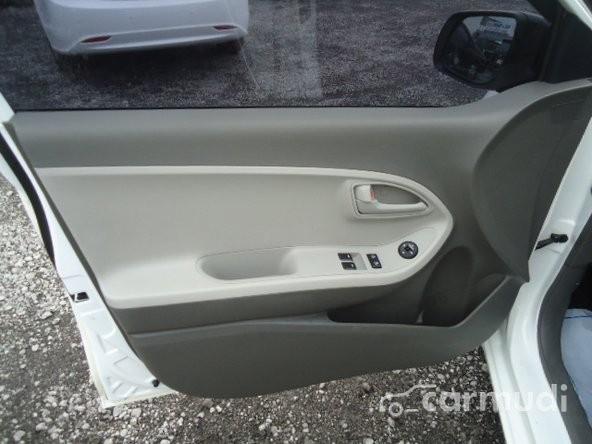 Cần bán Kia Morning đời 2012, màu trắng số tự động