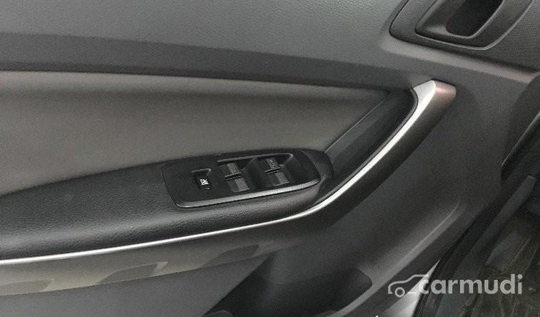 Cần bán xe Ford Ranger XLS 4x2 AT đời 2013, màu bạc đã đi 20000 km