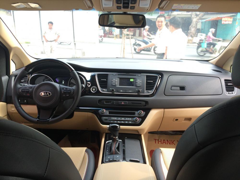 Bán ô tô Kia Sedona đời 2015, màu nâu - Ưu đãi giá hấp dẫn