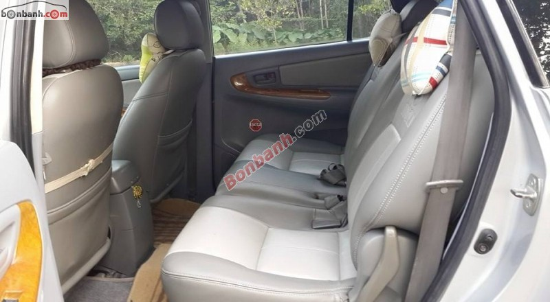 Cần bán gấp Toyota Innova 2.0 J đời 2006, màu bạc xe gia đình