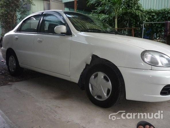 Xe Daewoo Lanos 2002 cũ màu bạc / xám đang được bán