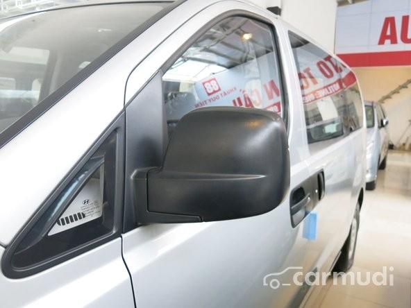 Bán xe Hyundai Starex màu bạc, xe chưa sử dụng, nhập khẩu