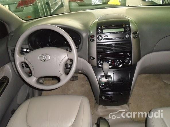 Xe Toyota Sienna LE 3.5 2007 cũ màu bạc đang được bán