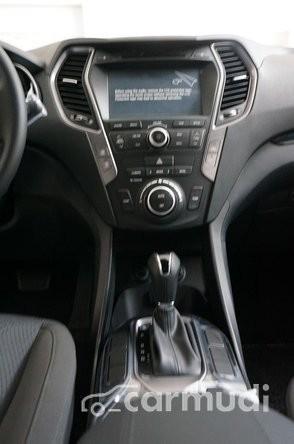 Xe Hyundai Santa Fe CRDI 2015 mới màu đen đang được bán