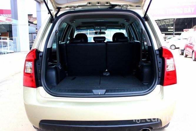 Xe Kia Carens SX 2.0 2013 cũ màu vàng đang được bán