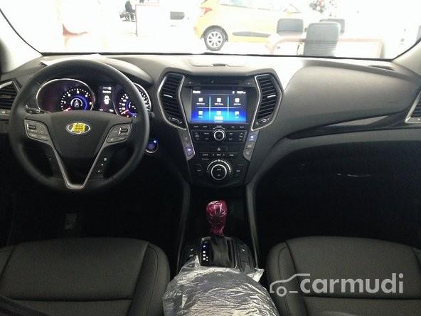 Bán xe Hyundai Santa Fe đời 2015, màu đen