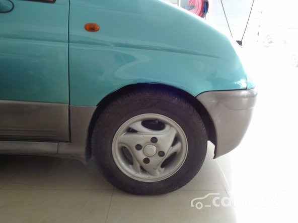 Xe Daewoo Matiz 2005 cũ màu xanh lá cây đang được bán