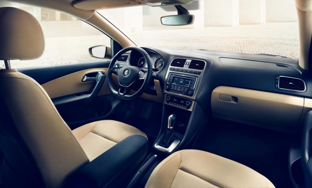 Cần bán xe Volkswagen Polo E đời 2016, màu ghi vàng, nhập khẩu chính hãng, 699 triệu