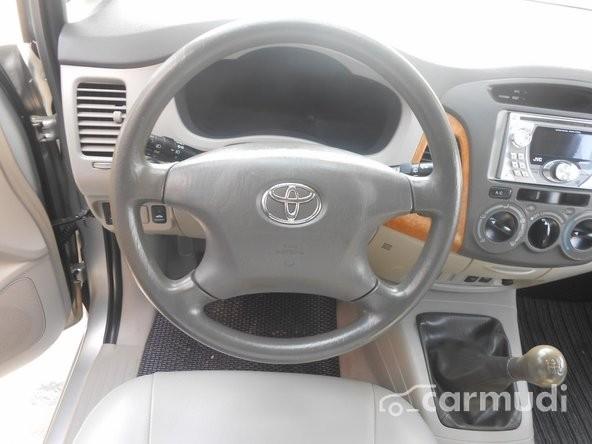 Xe Toyota Innova G 2008 cũ màu bạc đang được bán