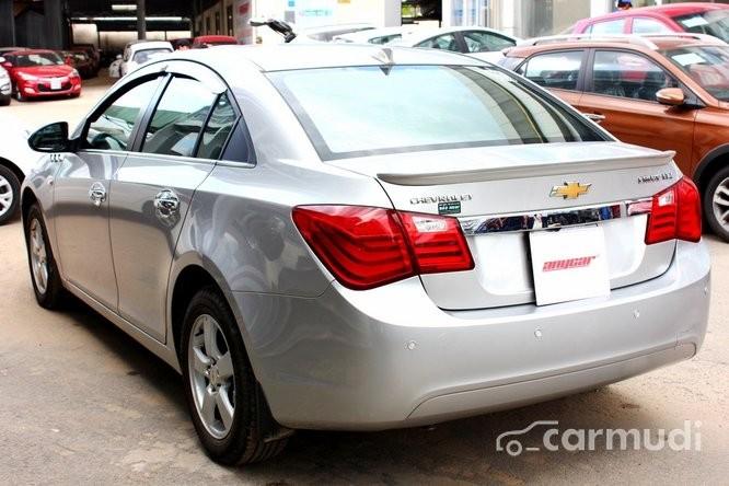 Xe Chevrolet Cruze LTZ 1.8 2013 cũ màu bạc đang được bán