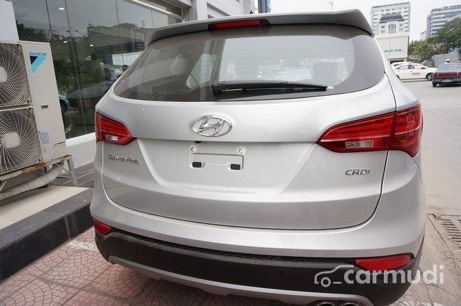 Xe Hyundai Santa Fe CRDI 2015 mới màu bạc / xám đang được bán