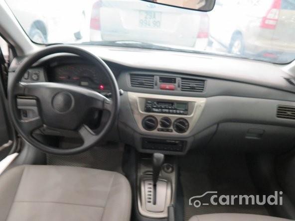 Xe Mitsubishi Lancer GLX 2005 cũ màu bạc đang được bán