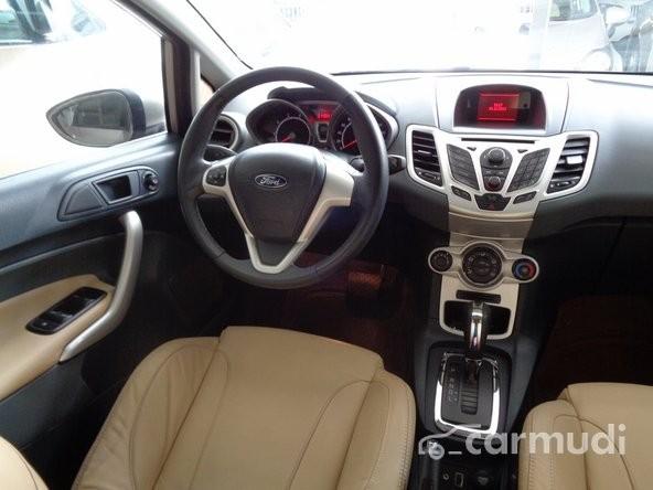 Xe Ford Fiesta S 2011 cũ màu vàng đang được bán