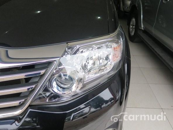 Xe Toyota Fortuner V 4x4 2013 cũ màu đen đang được bán