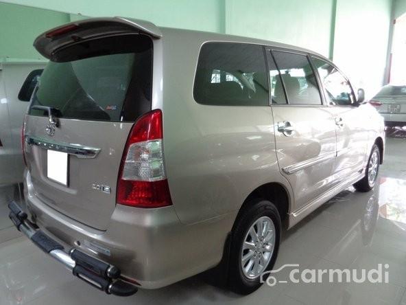 Xe Toyota Innova E 2.0 2014 cũ màu hồng đang được bán