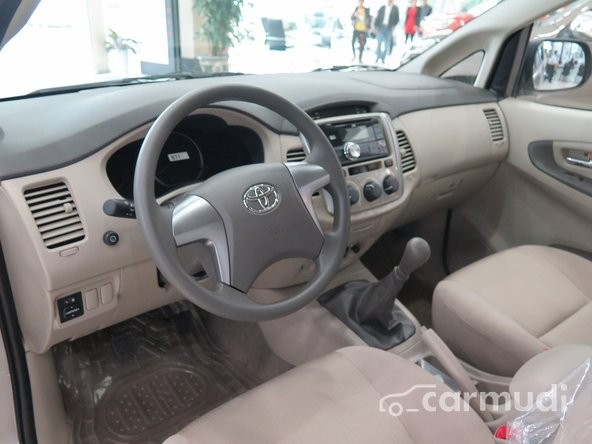Toyota Innova 2.0E MT 2015, giá chỉ 758 triệu.