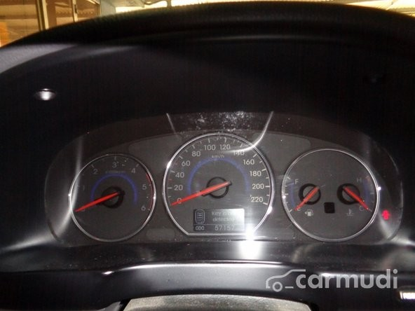Xe Hyundai Santa Fe CRDi 2011 cũ màu nâu đang được bán