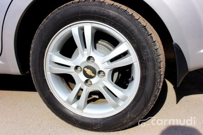 Xe Chevrolet Aveo LT 1.5 2015 cũ màu bạc đang được bán