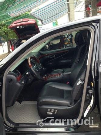 Xe Lexus LS 460 L 2007 cũ màu đen đang được bán