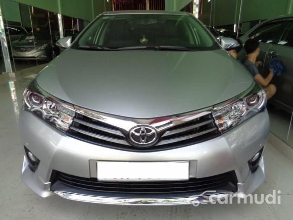 Xe Toyota Corolla Altis 2.0 V 2014 cũ màu bạc / xám đang được bán