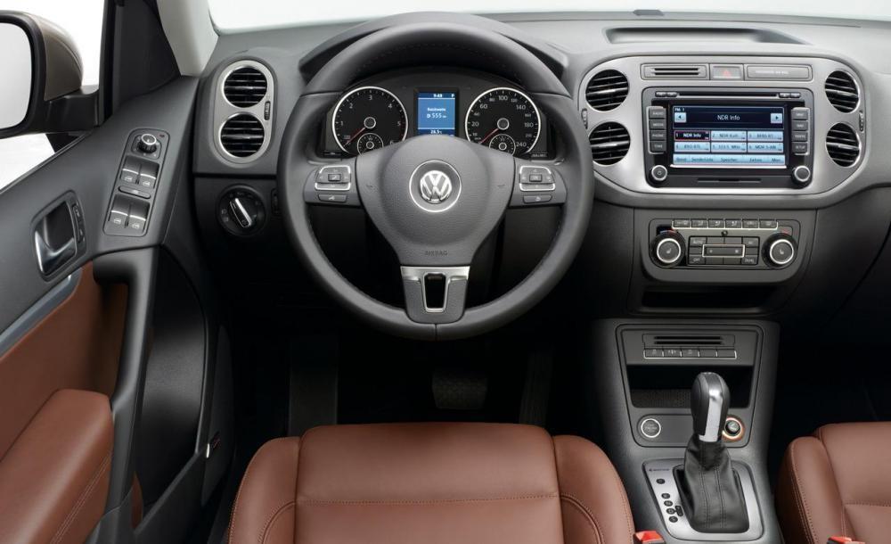Cần bán xe Volkswagen Tiguan model 2016, màu bạc