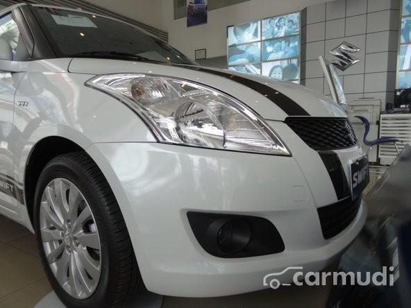 Bán ô tô Suzuki Swift 1.4L AT đời 2015, màu trắng