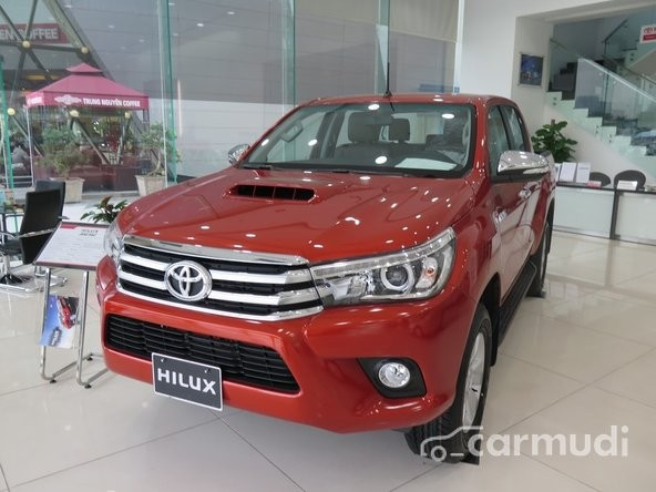 Cần bán Toyota Hilux 2.5E sản xuất 2015, màu đỏ