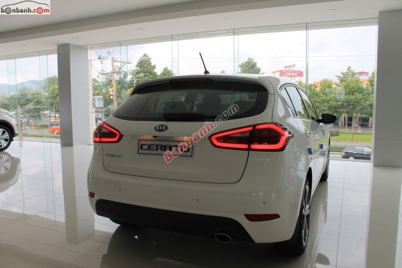Cần bán xe Kia Cerato 1.6 AT đời 2015, màu trắng, nhập khẩu nguyên chiếc