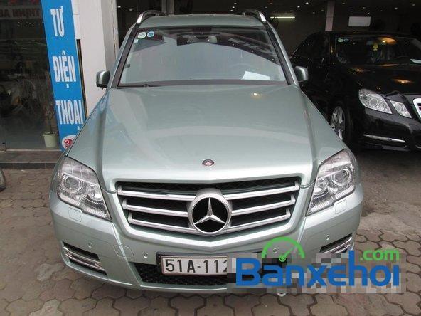 Bán xe Mercedes 300 đời 2011, màu bạc, nhập khẩu chính hãng, đã đi 20000 km