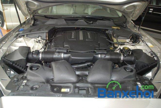 Cần bán Jaguar XJ L đời 2011, màu xám, nhập khẩu chính hãng, đã đi 30000 km
