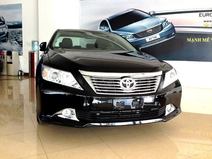 Bán xe Toyota Camry 2.0 sản xuất 2015 xe giao ngay
