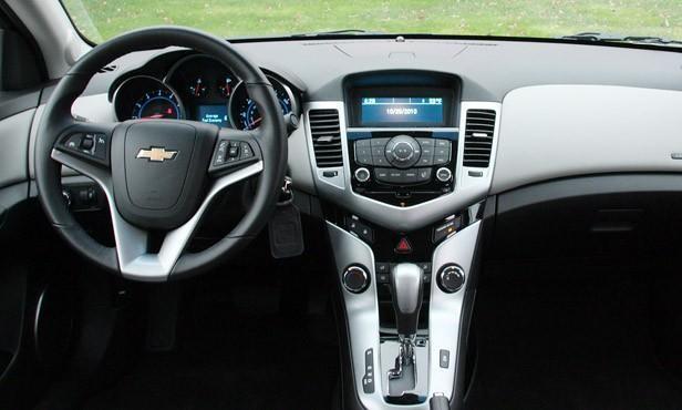 Cần bán Chevrolet Cruze đời 2011, màu đen, xe nhập, còn mới