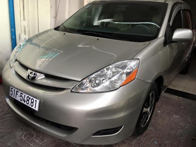 Cần bán lại xe Toyota Sienna đời 2008, màu bạc, xe nhập, chính chủ