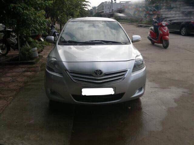 Cần bán xe Toyota Vios đời 2013, màu bạc, xe nhập, số sàn, giá 540tr
