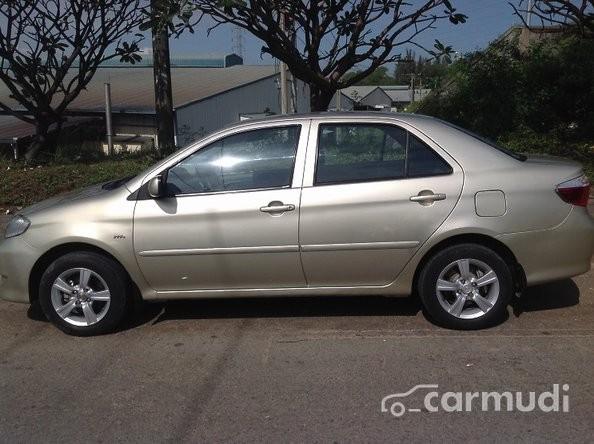 Cần bán gấp Toyota Vios G sản xuất 2003 xe gia đình