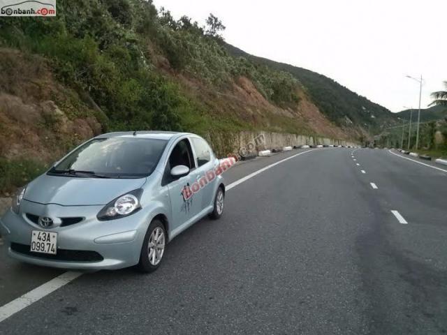 Cần bán xe Toyota Aygo đời 2008, màu bạc, nhập khẩu nguyên chiếc, số sàn