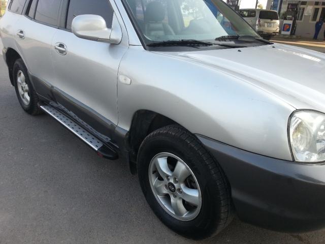 Cần bán lại xe Hyundai Santa Fe Gold đời 2004, màu bạc, nhập khẩu nguyên chiếc, số tự động