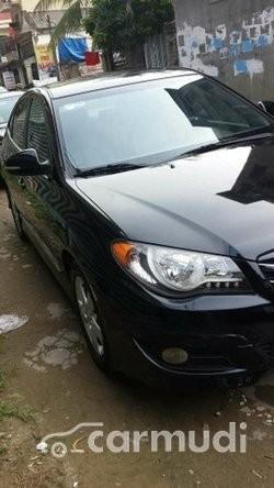Cần bán xe Hyundai Avante AT đời 2012, màu đen đã đi 35000 km, 485tr
