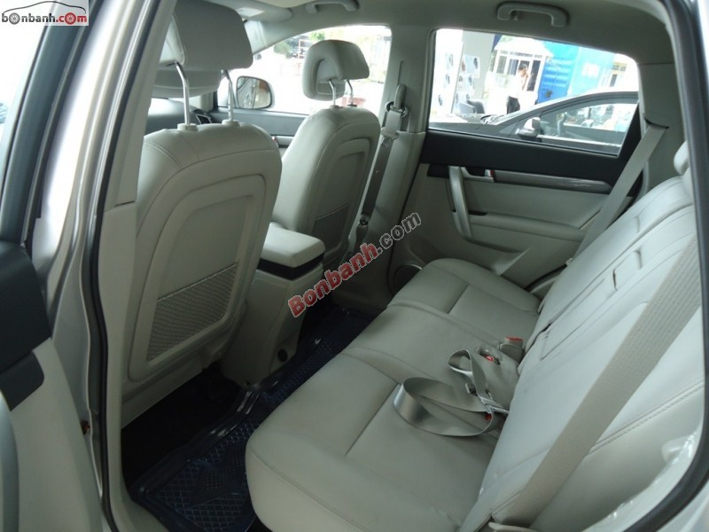 Cần bán Chevrolet Captiva LTZ đời 2015, màu bạc