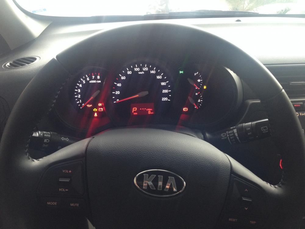 Bán ô tô Kia Rio đời 2015, màu đỏ, xe nhập