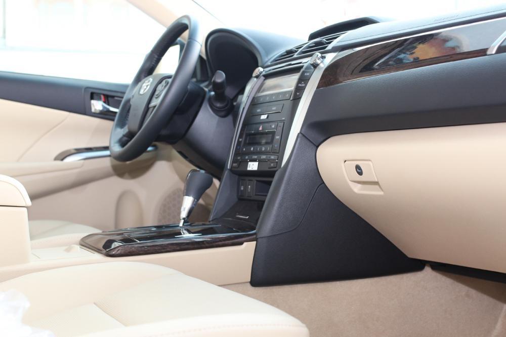 Toyota Hùng vương bán xe Toyota Camry 2.0E đời 2015, thủ tục đơn giản, giao hàng đúng hẹn