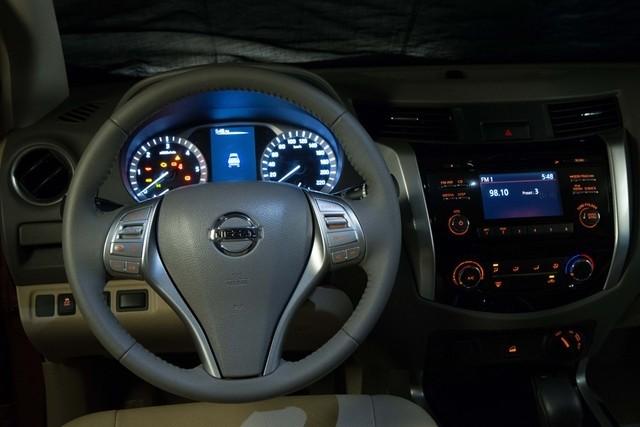 Bán ô tô Nissan Navara NP300 2.5L đời 2015, màu trắng, nhập khẩu