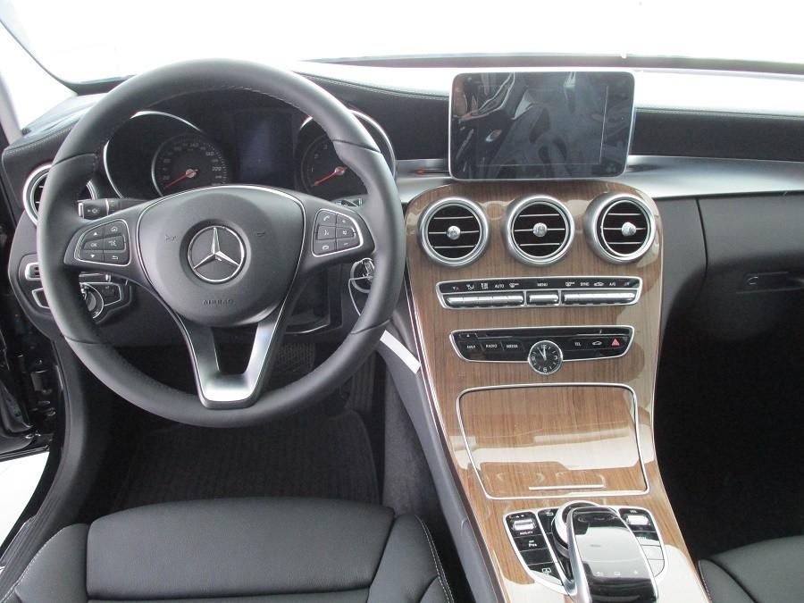 Cần bán xe Mercedes đời 2015, màu đen, nhanh tay liên hệ để biết chi tiết