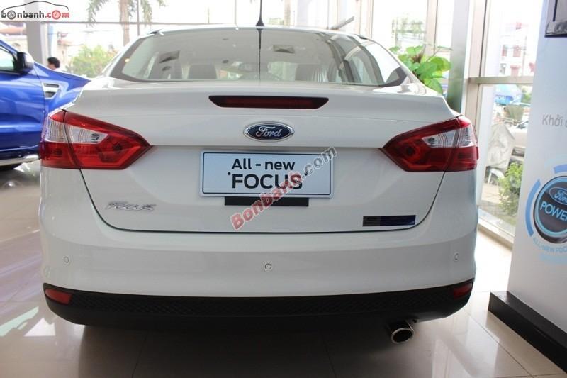 Cần bán Ford Focus 2.0 Titanium đời 2015, màu trắng, giá chỉ 846 triệu