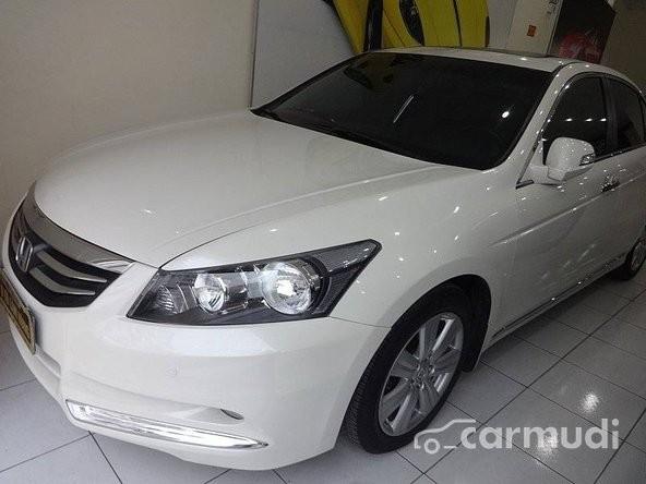 Cần bán xe Honda Accord đời 2011, màu trắng, LH chợ ô tô Lâm Hùng