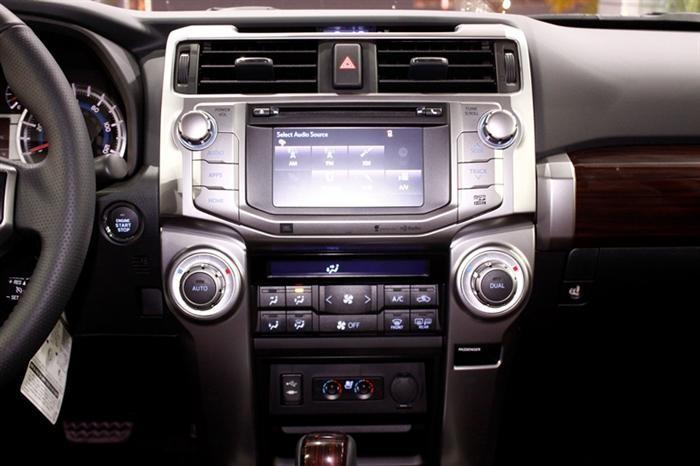 Toyota 4 Runner model 2018, màu trắng, nhập khẩu nguyên chiếc