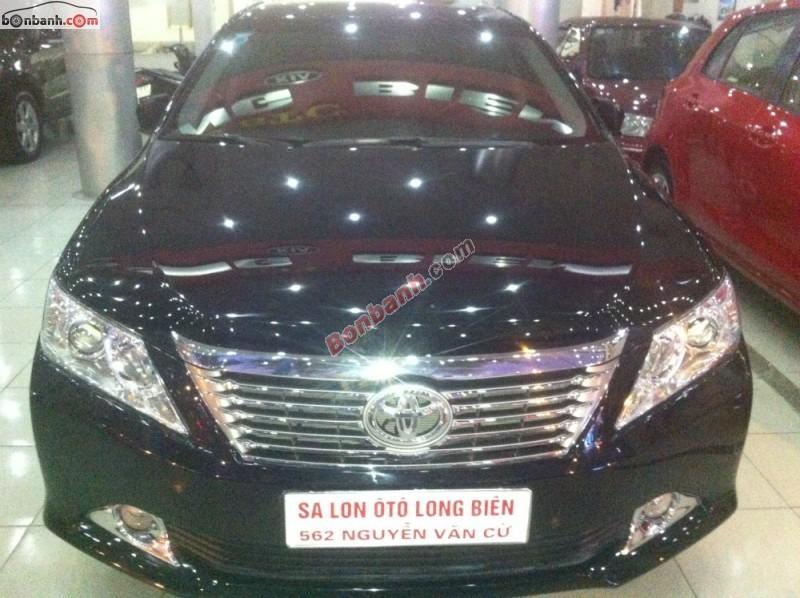 Salon ô tô Long Biên bán xe Toyota Camry 2.5Q đời 2014, màu đen số tự động